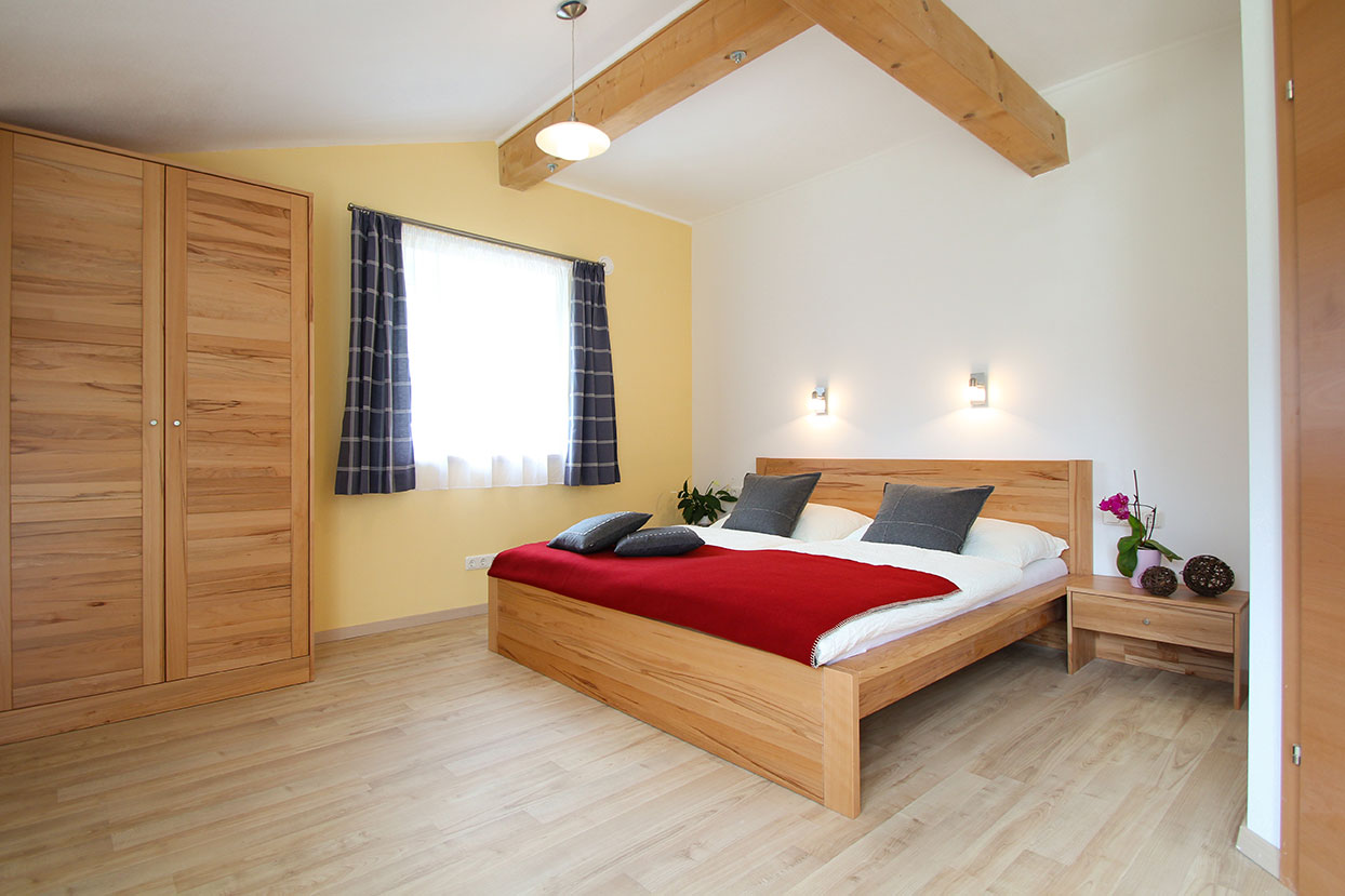 Enough space in the bright and modern bedroom in apartment Wilde Wasser in Schladming